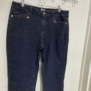 Liz & Co dark wash women's jean capri's size 12.